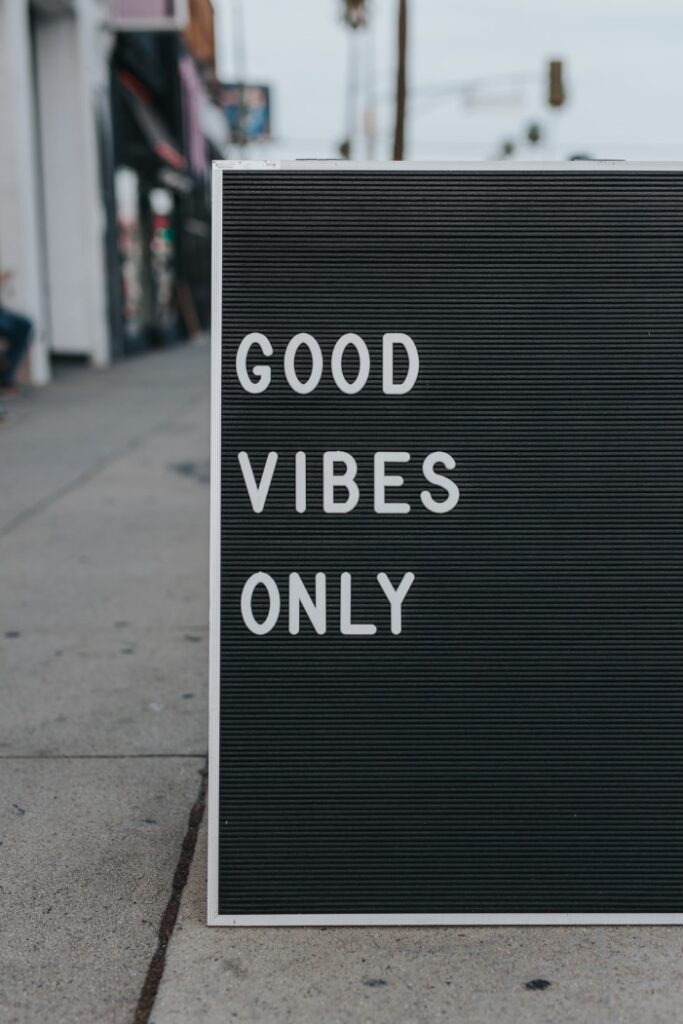 Description: good vibes only text