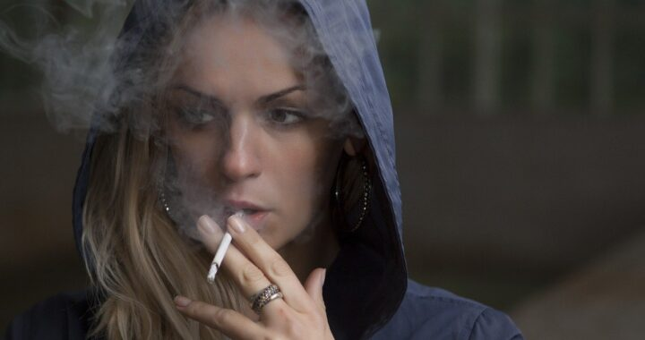 How Smoking Can Ruin Your Looks